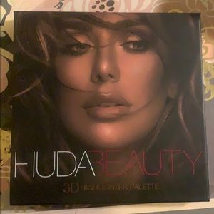 💋Huda Beauty 3D highlight palette.💋